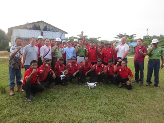 SIIA/NUS guests in Kerinci with Anderson Tanoto and APRIL's fire management team.