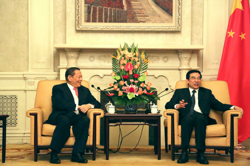 RGE Chairman Sukanto Tanoto speaks with Beijing Mayor Wang Anshun