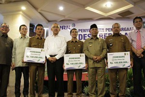 Village representatives with their fire-free village programme awards