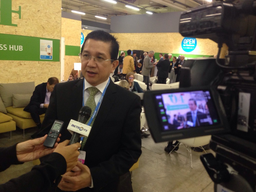 APRIL Group Managing Director Tony Wenas does an interview on the sidelines of the COP21 Indonesia Pavilion sessions.