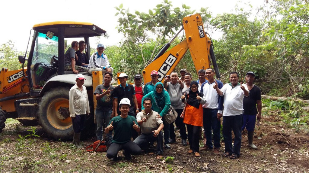 RAPP employee volunteers and members of the Kuansing community worked together to build the 1.5km road