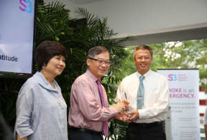 Chairman of Tanoto Foundation Board of Governance Bey Soo Khiang received a token of appreciation from Health Minister Gan Kim Yong and Chairman of Stroke Support Station Mrs Teo-Chew Poh Yim