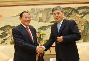 Mr Tanoto and Shandong Governor Guo Shuqing shook hands before the investment agreement signing ceremony.