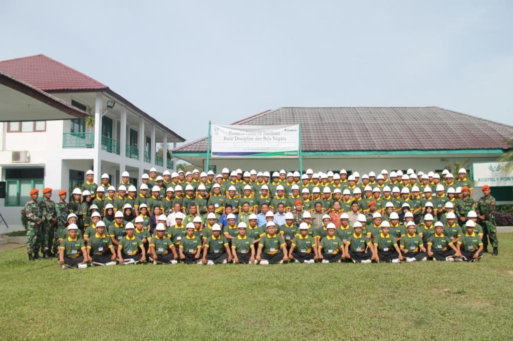 To train new generations of skilled planters in sustainable cultivation and environmentally friendly practices, Asian Agri in 2002 established the Asian Agri Learning Institute (AALI). Today, the AALI has successfully trained 2,200 graduates