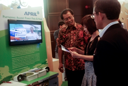 APRIL's Sustainability Director Petrus Gunarso (left) with Senior Minister of State for Health Dr Amy Khor (centre) at the APRIL exhibition.