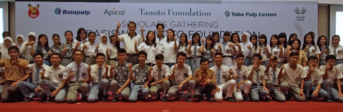 Belina and Imelda Tanoto with Tanoto Scholars in Medan