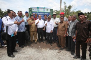APRIL Group has played an important role in paving 12km worth of roads in Pulau Padang, Riau, Indonesia.