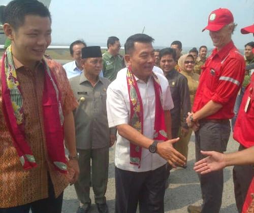 Guest-of-Honour General Moeldoko (centre) arriving at Pangkalan Kerinci
