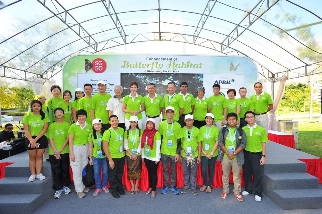 APRIL Group's management with Senior Minister of State Josephine Teo, NParks Assistant CEO Kong Yit San and youth delegates from the Asean Power Shift 2015.