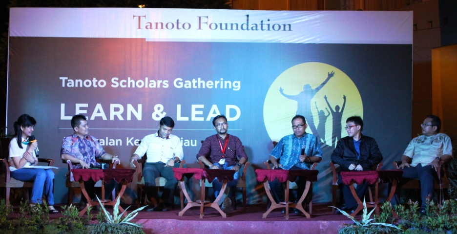 Career Night: A panel of Tanoto scholars, alumni of major universities and now employed by the RGE group of companies, share their experiences.