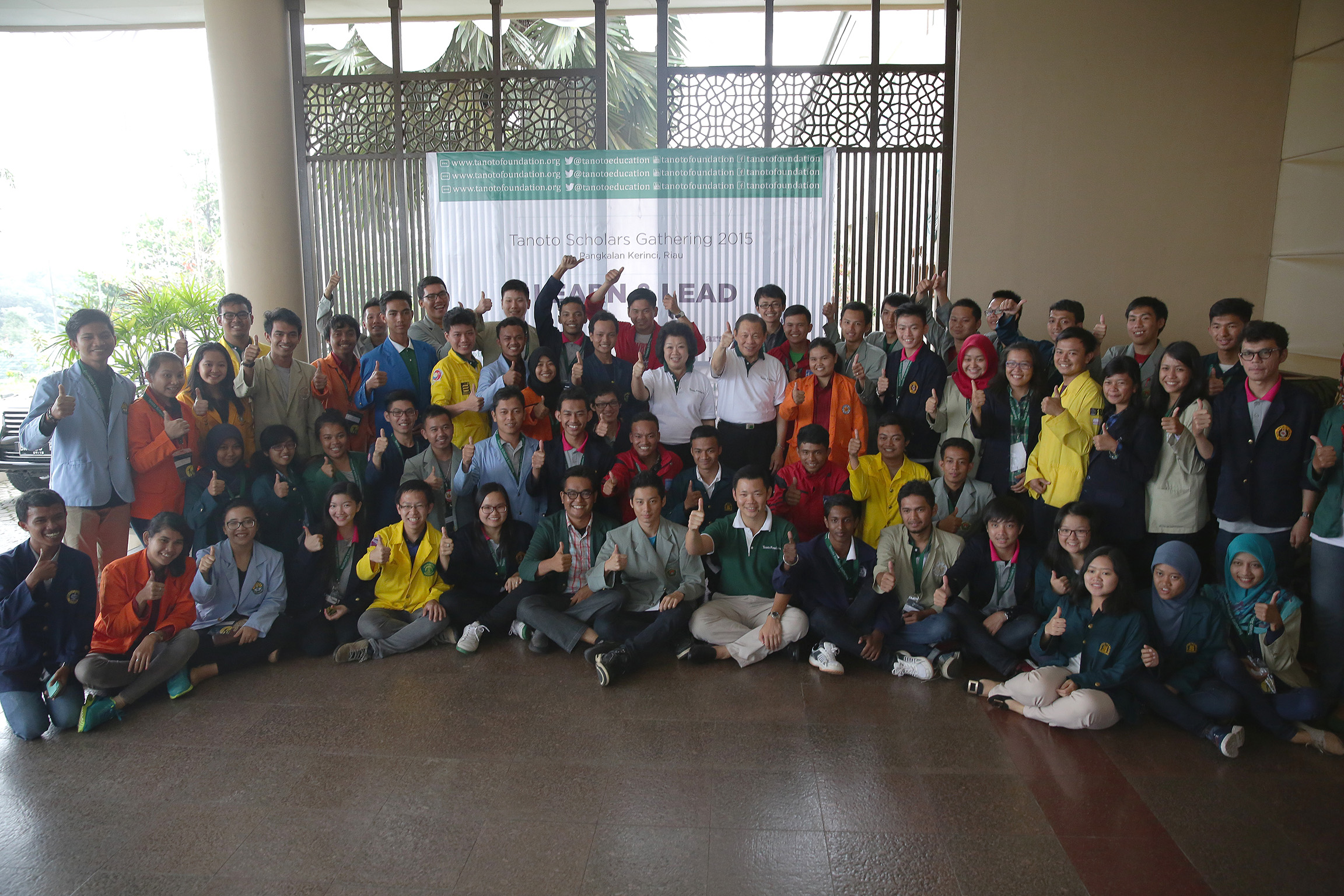Mr and Mrs Sukanto Tanoto (middle in white top) with Tanoto Scholars and Anderson Tanoto