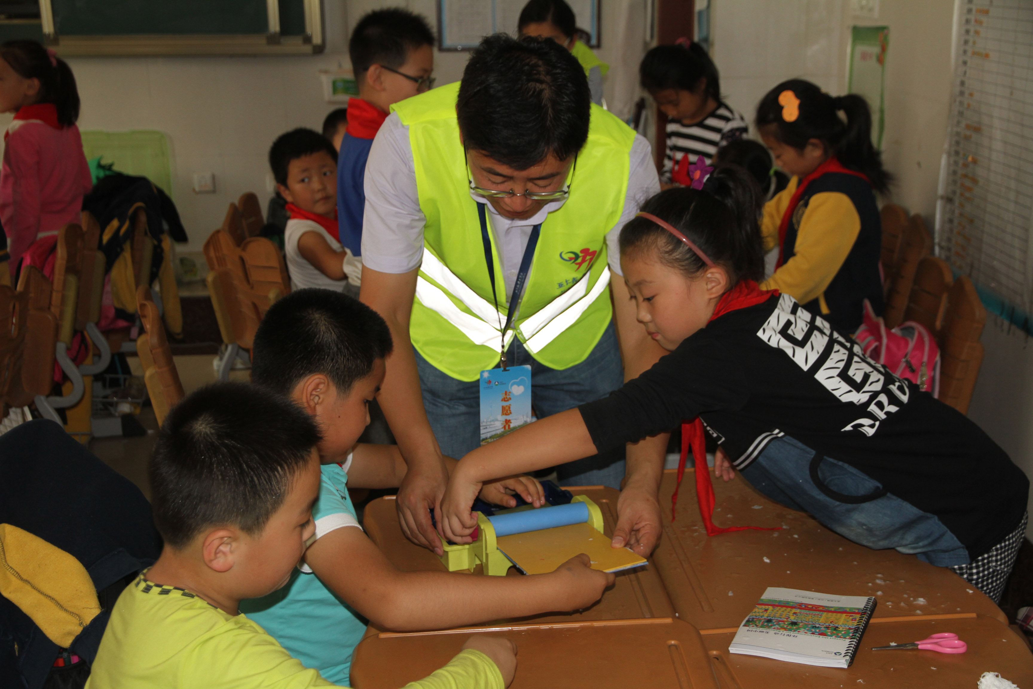 "Asia Symbol reaches out to primary school students through the ""I am a Little Paper Maker"" project, raising awareness on good habits in recycling and reducing waste."
