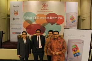 Mr Laksamana at his book launch in Jan 2015, with APRIL Managing Director Tony Wenas, Tigor Siahaan CEO Citi Indonesia, and Gunawan CEO IBM Indonesia.