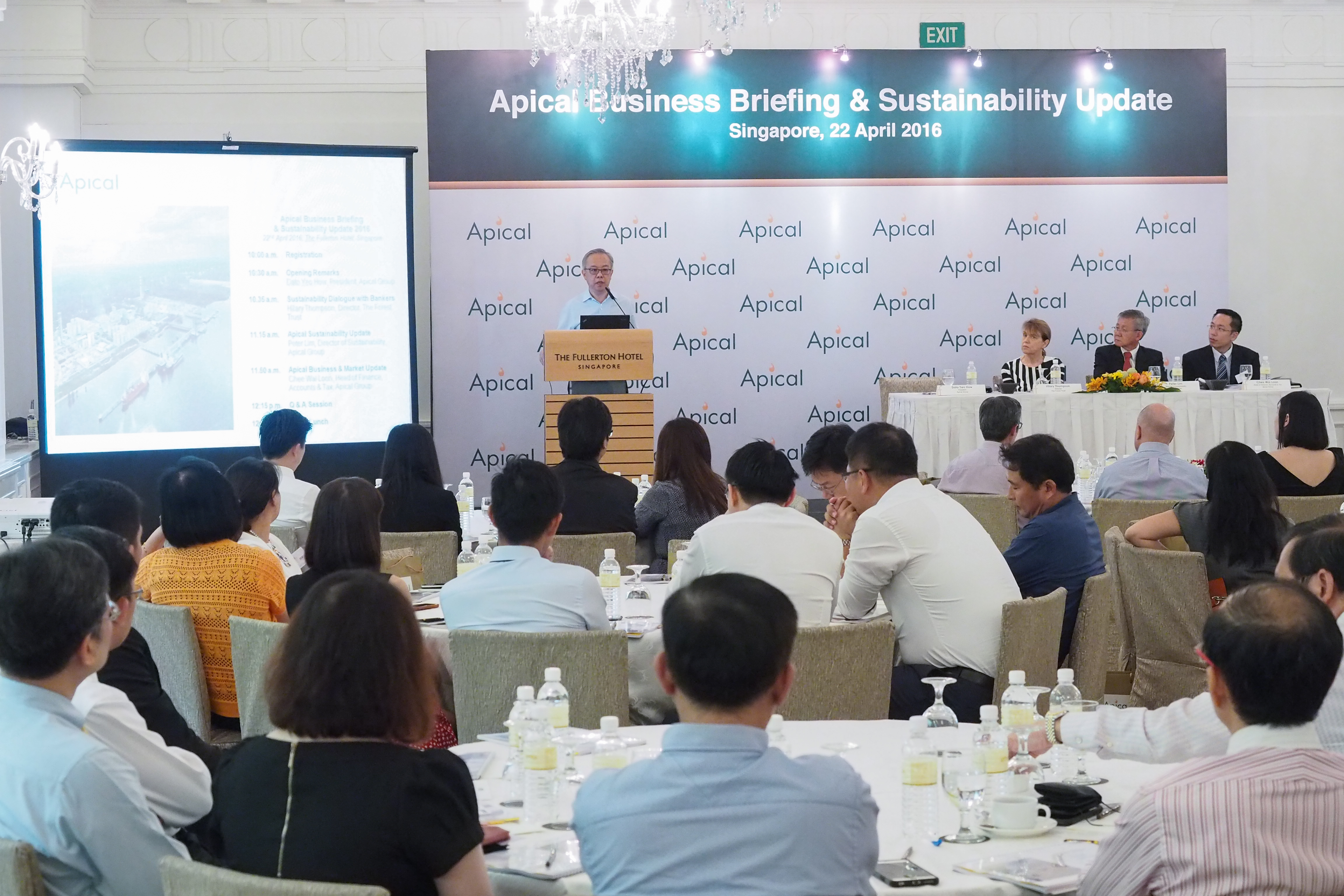 Apical's President Dato' Yeo How giving his opening remarks. During the dialog, he was accompanied by TFT's Director Hilary Thompson, Apical's Director of Sustainability Dr. Peter Lim and Head of Finance Accounting and Tax Chee Wai Loon.