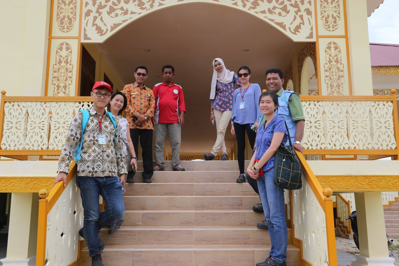 Apart from the mill, SIIA researchers, APRIL staff and the village head also visited a historic Istana nearby, which was recently rebuilt.