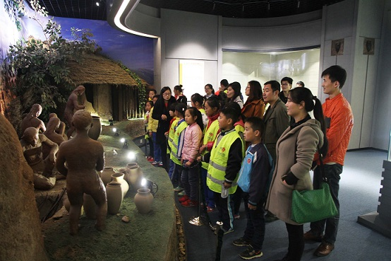 """The employees paired up with their """"adoptees"""" and took them to visit places of attraction in the city such as the Rizhao River, library, and museums."""