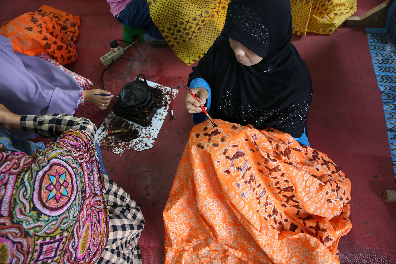 The Beautiful Batik of Pelalawan: PT RAPP Helps Five Batik Motifs Gain Intellectual Protection