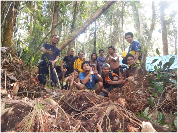 A FFI biodiversity survey team in its forest habitat.