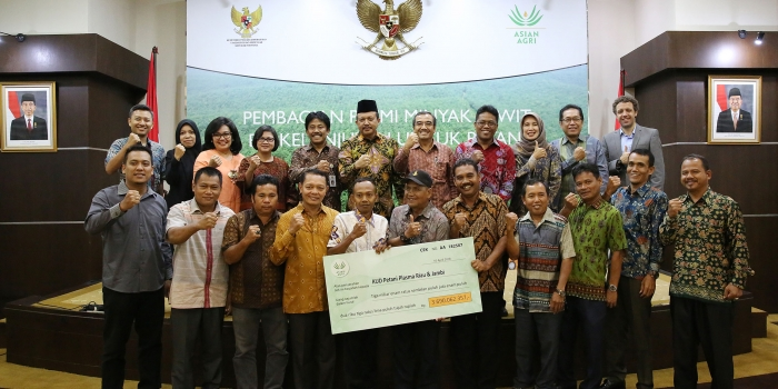 Asian Agri Distributes USD 267,000 to 30,000 Smallholders at Premium Sharing Ceremony