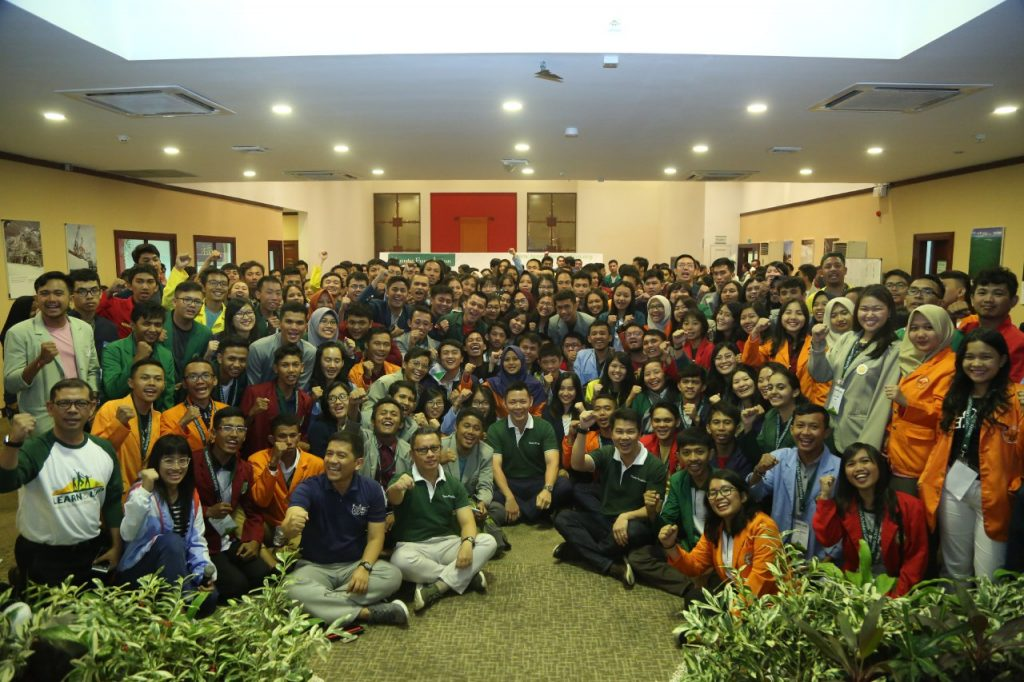 Anderson Tanoto with Tanoto Scholars at the annual Tanoto Scholars Gathering in 2018.