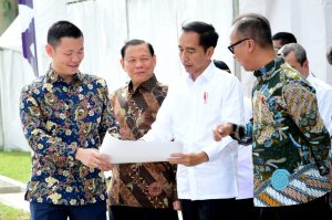 President Jokowi inaugurates APR, accompanied by RGE Chairman Sukanto Tanoto and RGE Director Anderson Tanoto