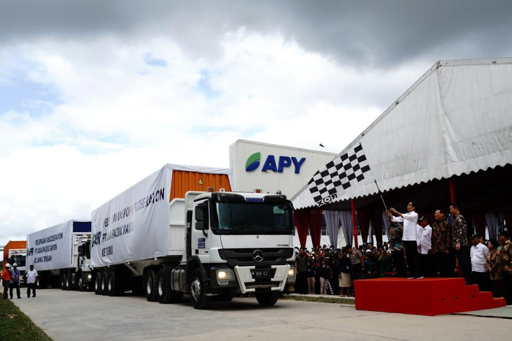 President Jokowi flags off trucks delivering viscose rayon for export.