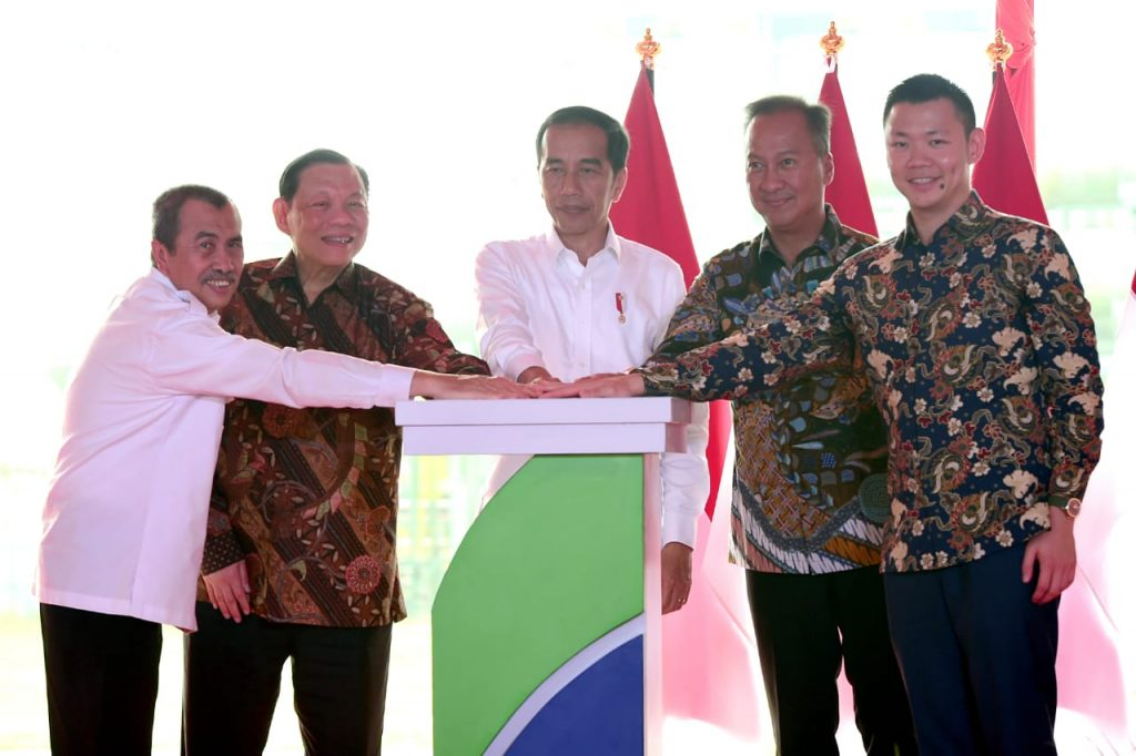 President Jokowi launches Asia Pacific Rayon with Sukanto Tanoto and Anderson Tanoto
