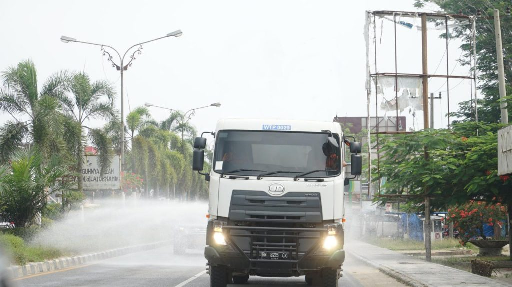 Answering calls for help by local authorities, Asia Pacific Rayon (APR) deploys a vehicle to help disinfect the public roads in Pangkalan Kerinci.