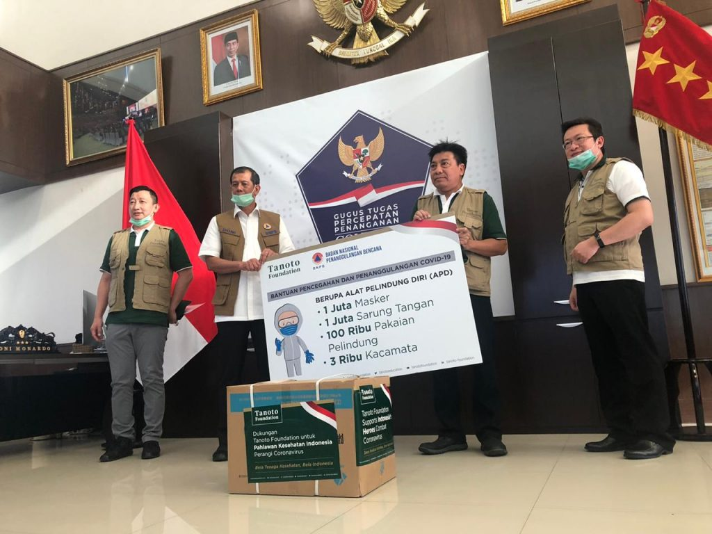 Handing over ceremony: Tanoto Foundation supports the Indonesian National Board for Disaster Management with donations to aid frontline healthcare professionals.